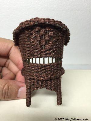 ヘンプ紐で作ったミニチュア籐椅子