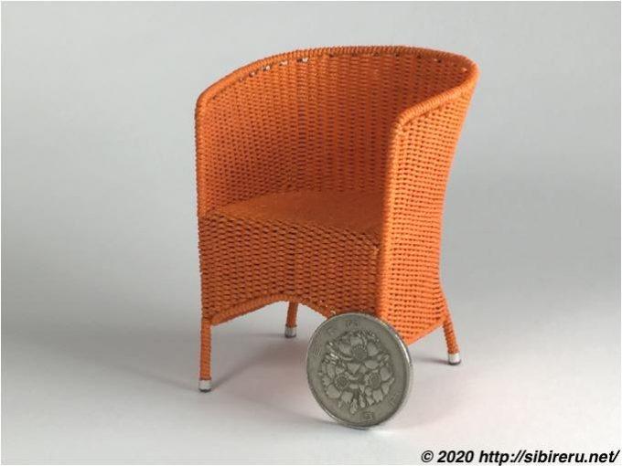 ハンドメイドのミニチュア籐椅子