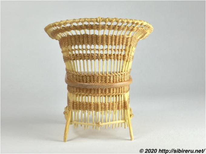 ドールハウスサイズハンドメイド籐椅子