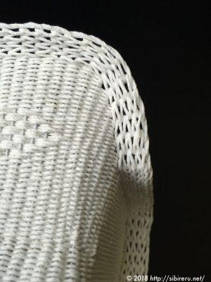 ミニチュア籐椅子背面カーブ後ろから