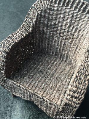 ミニチュア籐椅子背面