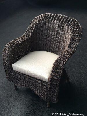 ミニチュア籐椅子クッション付き