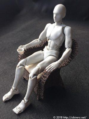 ミニチュア籐椅子+ボディくん